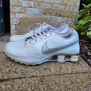 Womens Size 7 Nike Shox